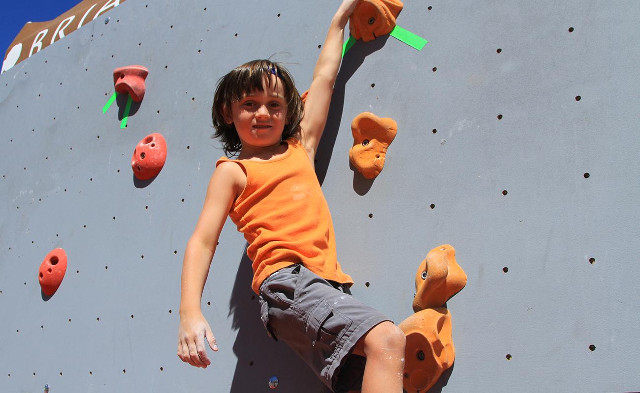 Open baby grimpe au Mondial de l'escalade de Briançon Serre Chevalier Vallée