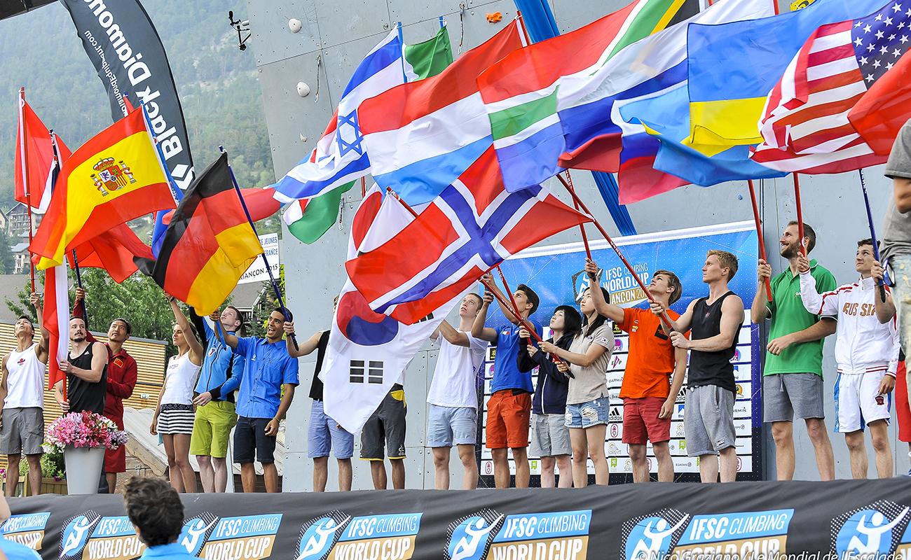 Présentation des délégations de grimpeurs de la coupe du monde IFSC de difficulté à Briançon